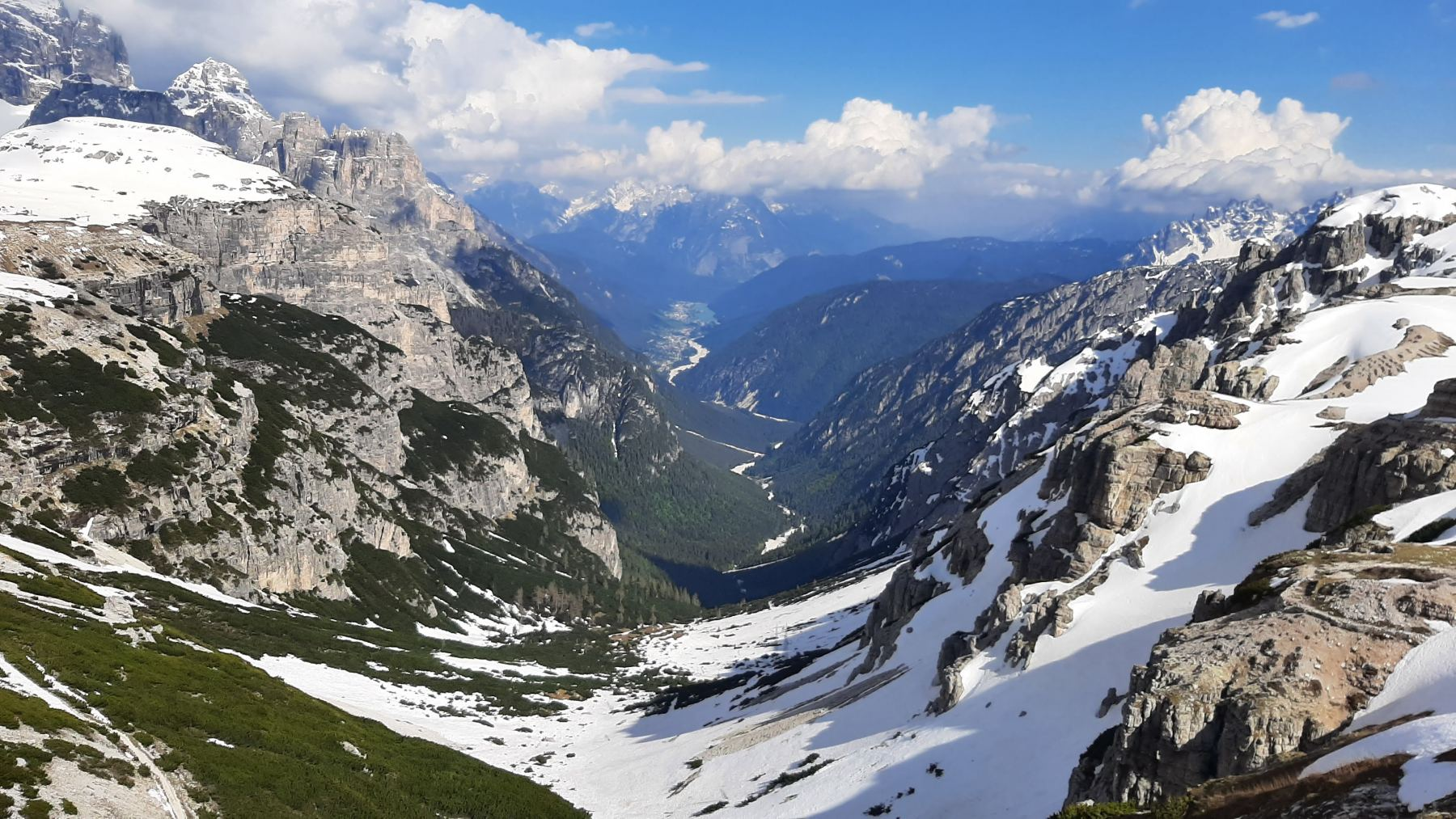 Pohled do údolí od Rifugio Auronzo
