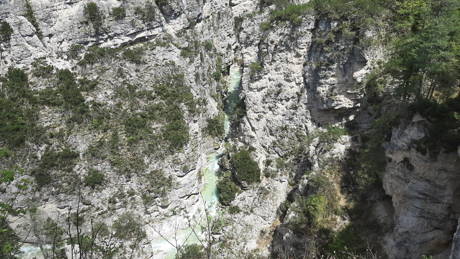 Pohled do kaňonu řeky Rio di Fanes