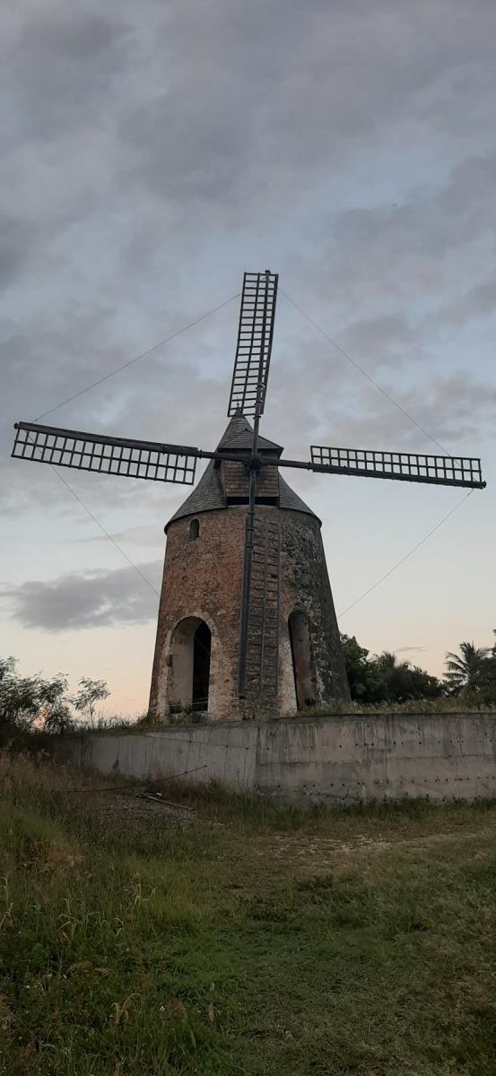 Větrný mlýn na mletí cukrové třtiny