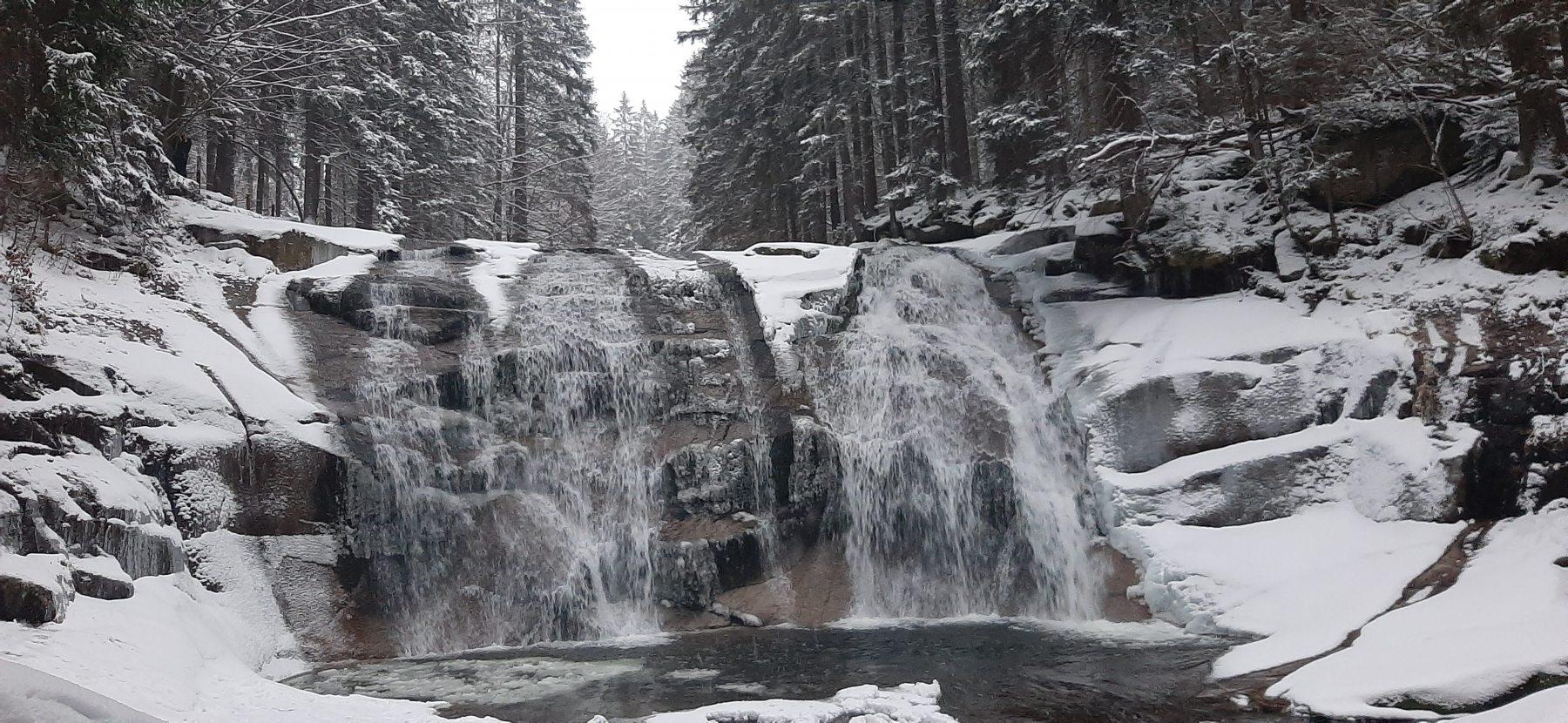 Mumlavský vodopád v zimě