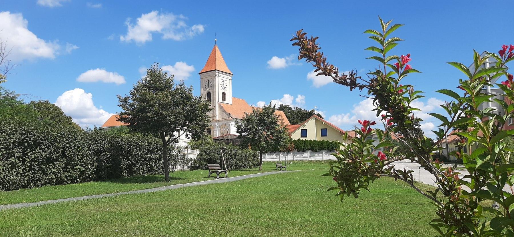 kostel Dojní Dunajovice